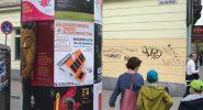 クラクフの街中に貼られたポスター